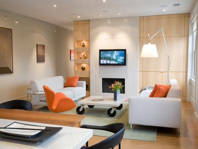 wohnzimmer-mit-verschiedene-led-lampen