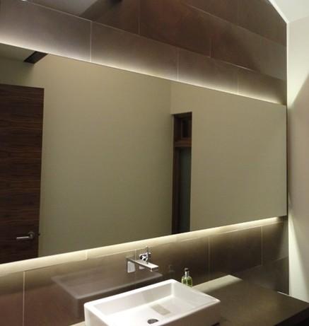 led beleuchtung im badezimmer lassen sie das licht ihre herrliche laune bestimmen design led. Black Bedroom Furniture Sets. Home Design Ideas