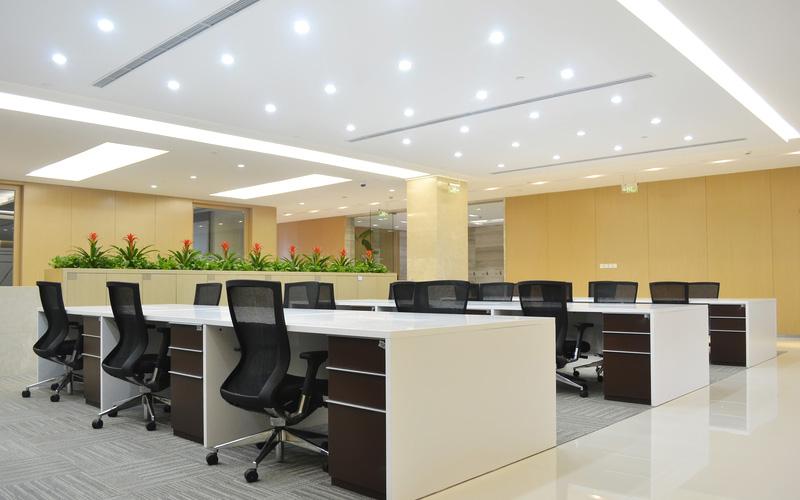 Das Arbeitszimmer mit LED-Bürobeleuchtung aufhellen-Lichtideen