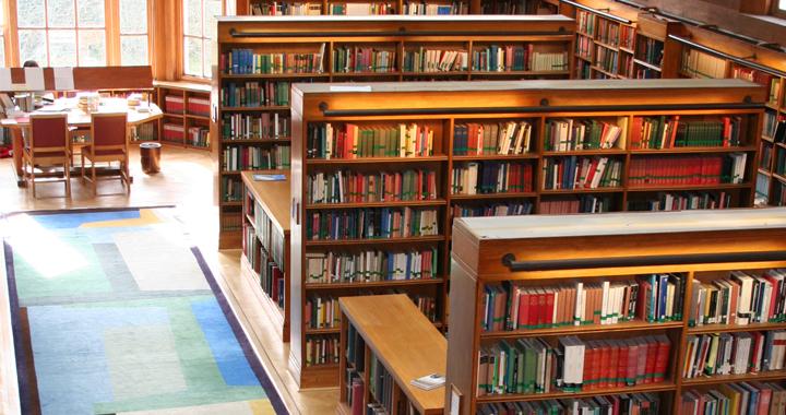 bibliothek-beleuchtung-mit-led-panel