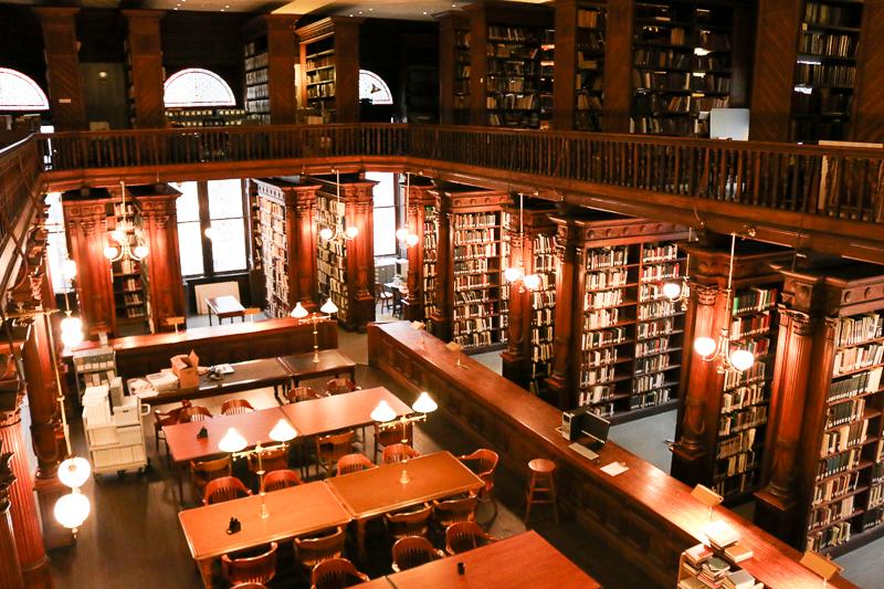 bibliothek-licht-mit-led-panel