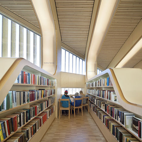 Bücherei mit LED-Spot beleuchten